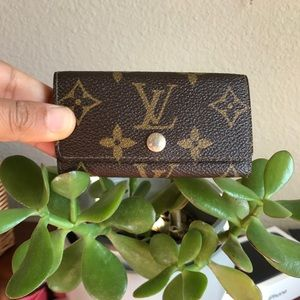 Louis Vuitton Vintage 4 key Cles Holder 😍